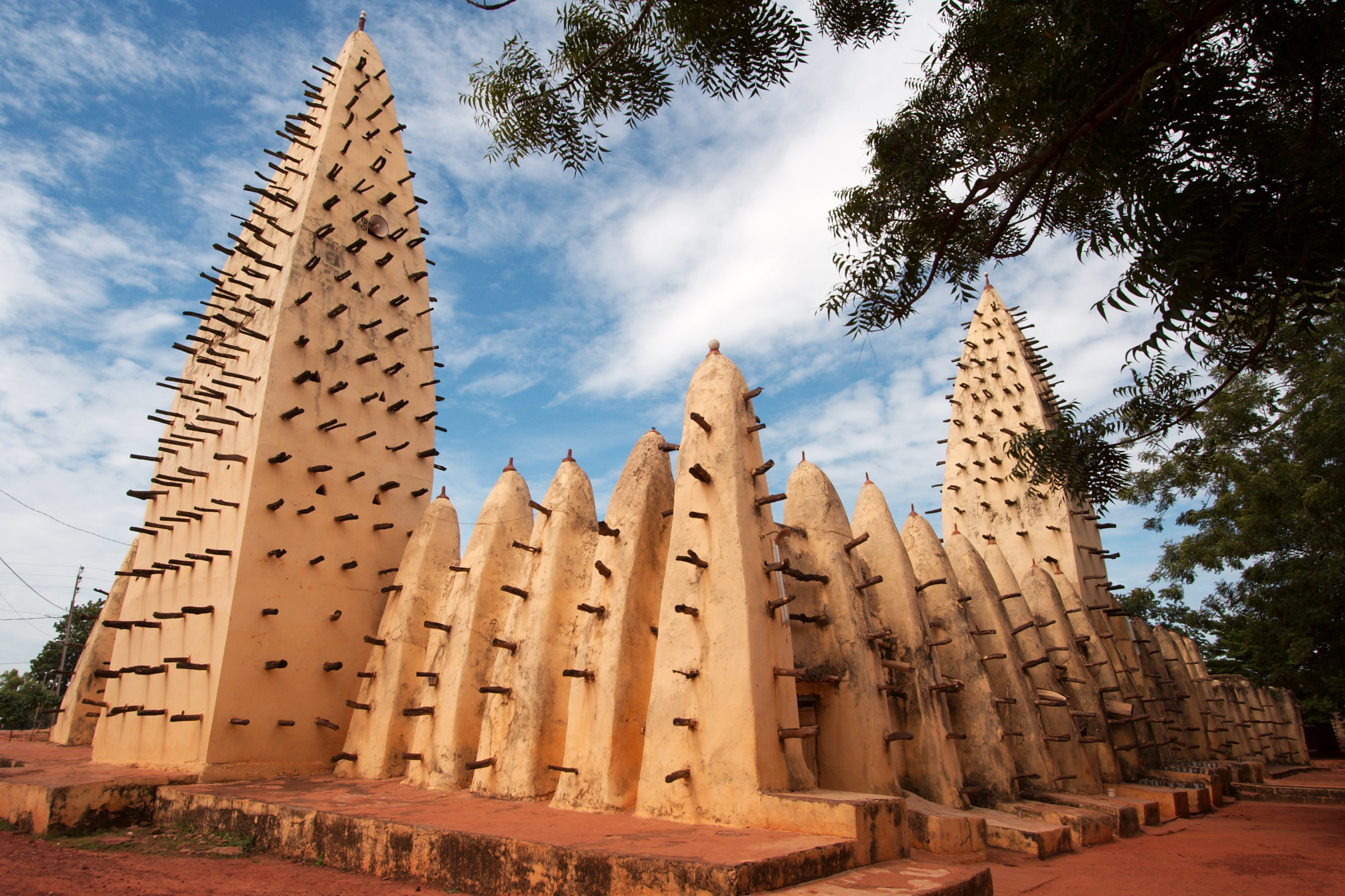 The Grand Mosque of Bobo-Dioulasso, Burkina Faso; photo: Flickr, qiv